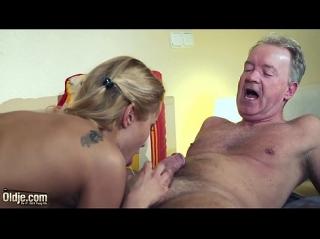 Русский миньет с кончиной в рот во время массажа