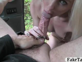Секс на капоте с длинноногой телкой фото 243-854