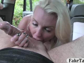 Секс на капоте с длинноногой телкой фото 243-516