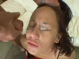 Густая сперма на лице и во рту нарезка